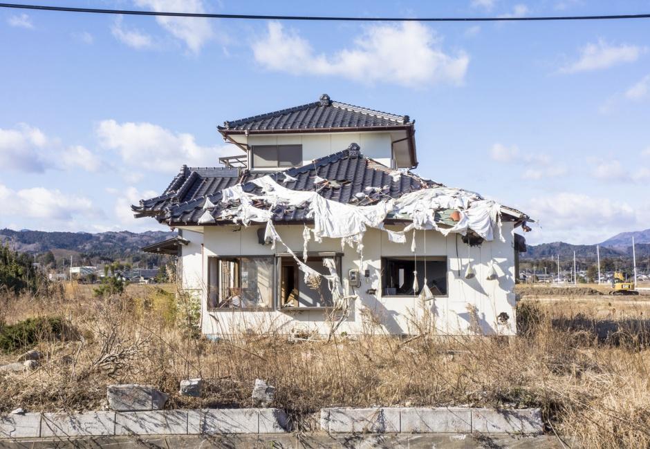 Eiko Otake, <em>Eiko in Fukushima, Yaburemachi, 15 January, No. 105</em>, Photo by William Johnston