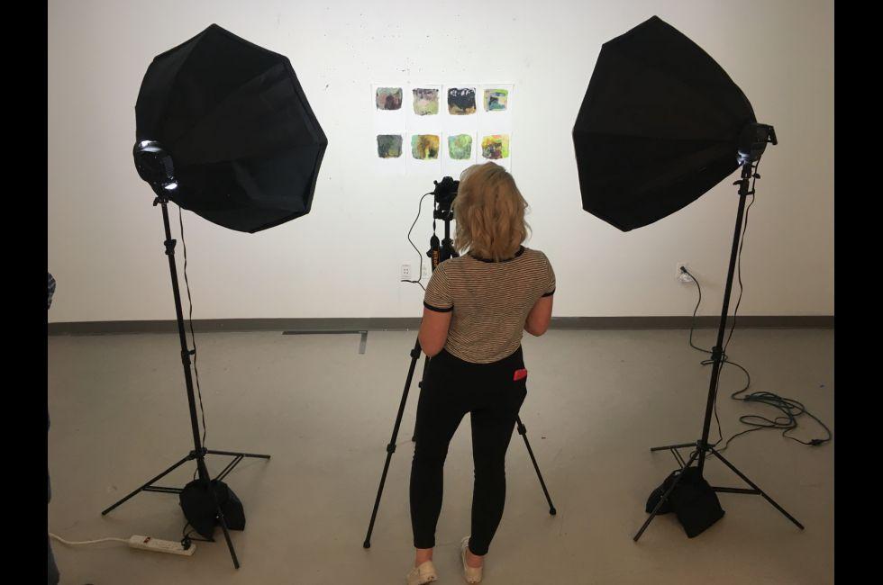A PAFA student demonstrates using a portable studio lighting kit.