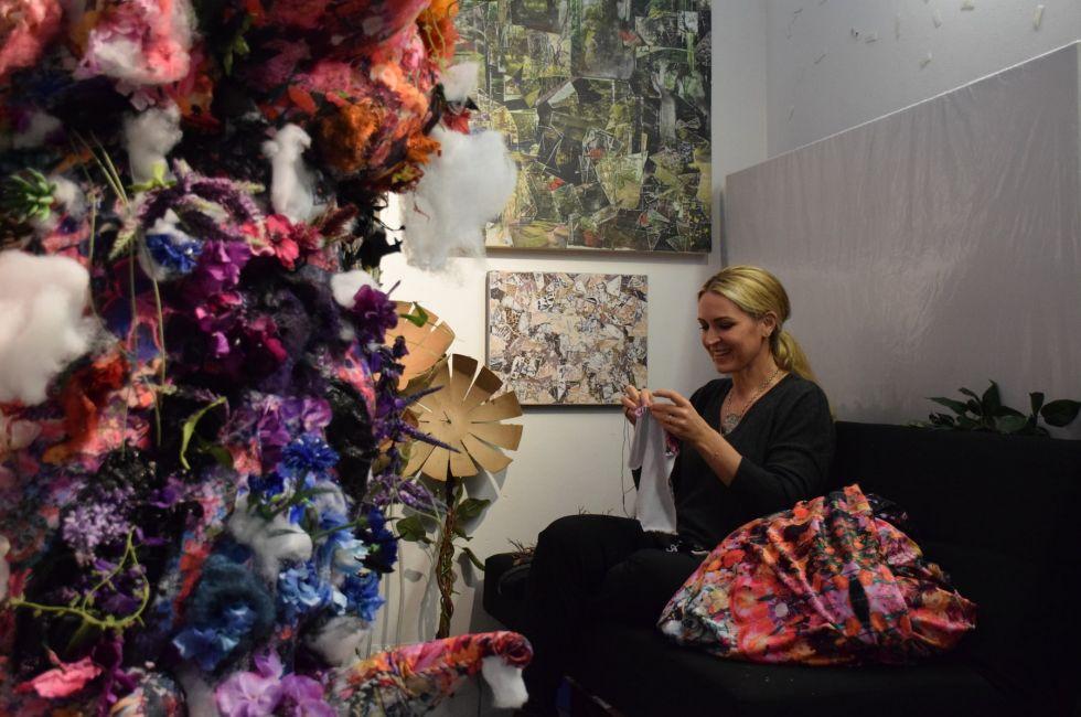Rebecca Segall '20 in her studio.